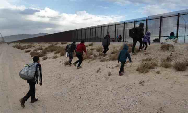 migrants at US border