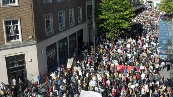 exeter-global-climate-strike-bedford-street-crowd