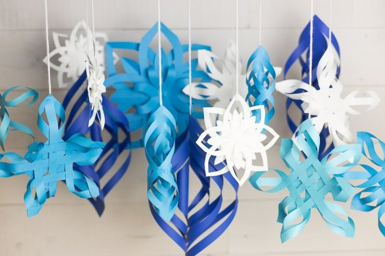 Blue_and_White_Snowflakes-2_1024x1024
